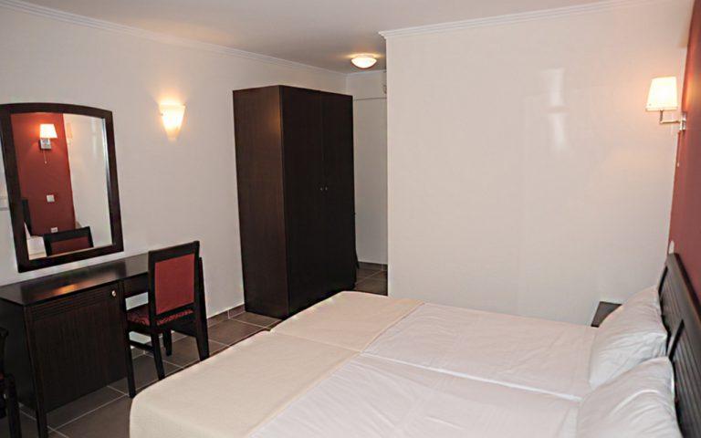 Double Room Intrerior/Εσωτερικό Διπλού δωματίου