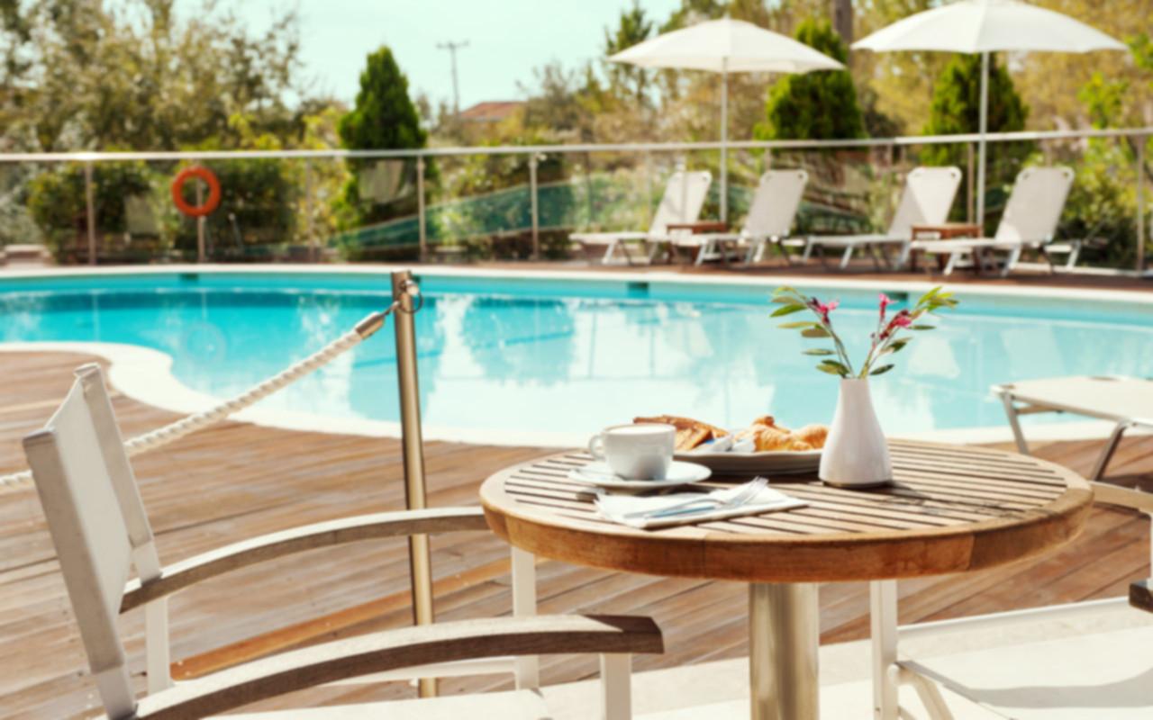 Ammos Bay hotel exterior and pool/Εξωτερικό Ammos Bay και πισίνα